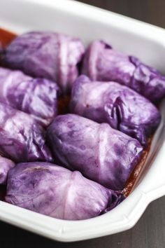 Vegan red cabbage rolls that are stuffed with a flavorful mixture of onions, lentils, brown rice, and Italian seasonings. Vegan Cabbage Rolls, Easy Cabbage Rolls, Cabbage Rolls Recipe, Easy Rolls, Cabbage Slaw, Lentil Recipes, Veggie Recipes, Whole Food Recipes, Vegetarian Recipes