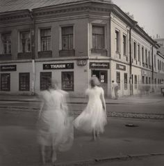 Alexey Titarenko: Untitled, (White Dresses), St. Petersburg, Russia, 1995.