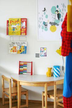 lastenhuone-sisustus-vaalea-mamigogo Playroom Decor, Paint Cans, Kidsroom, Kid Spaces, Cool Rooms, Art For Kids, Kids Rugs, House Design, Album