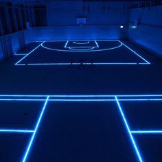 Un campo da basket per gli appassionati di Tron