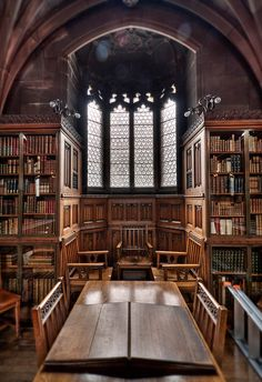 Manchester, England :John Rylands Library - Amazing Home Libraries Beautiful Library, Dream Library, Library Books, Hogwarts Library, Main Library, Old Libraries, Bookstores, Book Nooks, Reading Nooks