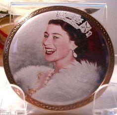 Vintage 1953 QUEEN ELIZABETH Coronation Souvenir Powder Compact