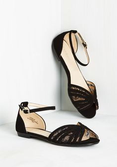 Worth an Amble Flat in Black. Betting on clear skies, you don these black flats, and, wouldnt ya know it - here comes the sun! #black #modcloth