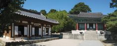 A view of Ojukheon, the birthplace of Shin Saimdang and her son Yulgok, in Gangneung, Gangwon Province. / Courtesy of Korea Tourism Organization