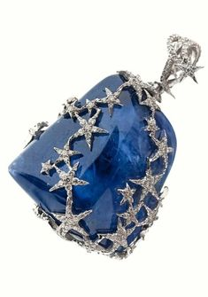 A RARE SAPPHIRE, DIAMOND AND 14K WHITE GOLD PENDANT ACCOMPANIED BY A GÜBELIN CERTIFICAT STATING THAT THE 104,38 CT SAPPHIRE, ORIGIN BURMA, SHOWS NO INDICATION OF THERMAL TREATMENT