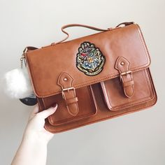 How beaut is this Hogwarts Crest bag? I'm absolutely in-love with it! ❤️