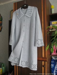 cardigan perfectly hides all Your figure flaws. Can be performed both in summer and winter version depending on the material. Gilet Crochet, Crochet Jacket, Crochet Cardigan, Wool Cardigan, Cute Teen Outfits, Outfits For Teens, Plus Size Summer Tops, Winter Dress Outfits, Dress Winter
