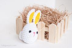 Free pattern for cute crochet Easter Bunny @ www.1dogwoof.com