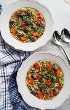 Dutch Vegetable Soup with Meatballs or groentesoep met balletjes is a healthy, simple soup with vegetables, vermicelli pasta, small beef meatballs, and fresh herbs. One-pot and ready in 30 minutes! Dutch Recipes, Beef Recipes, Soup Recipes, Healthy Recipes, Yummy Recipes, Healthy Foods, Ravioli Soup, Netherlands Food, Veggie Meatballs
