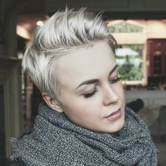 Short Blonde Pixie - Pixie Haircuts for Thick Hair – 50 Ideas of Ideal Short Haircuts - The Trending Hairstyle Cool Short Hairstyles, Hairstyles For Round Faces, Pixie Hairstyles, Pixie Haircut, Blonde Hairstyles, Popular Hairstyles, African Hairstyles, Edgy Pixie Cuts, Short Hair Cuts