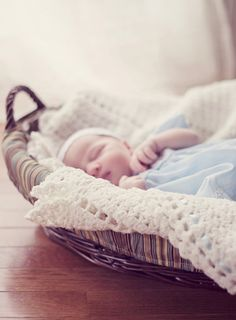 Aww cute baby picture for baby CUTE KIDS OUTFIT baby photo basket How adorable is this pictures! Cute Baby Pictures, Newborn Pictures, Baby Photos, Cute Kids, Cute Babies, Baby Kids, Children Photography, Newborn Photography, Photography Ideas