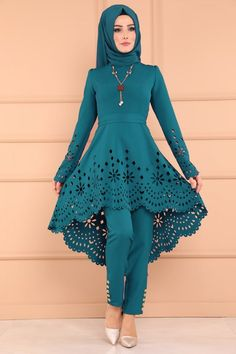 Long Dress Fashion, Indian Fashion Dresses, Indian Gowns Dresses, Fashion Outfits, Sleeves Designs For Dresses, Prom Dresses With Sleeves, Stylish Dress Designs, Stylish Dresses, Unique Homecoming Dresses