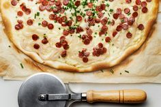 Flammkuchen - www.minipic.ch Swiss Recipes, Basel, Vegetable Pizza, Switzerland, Yummy Food, Cheese, Vegetables, Breakfast, Kitchens