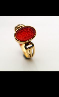 Beautiful intaglio and gold seal ring