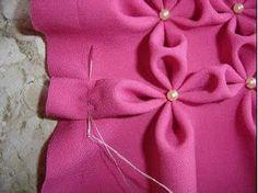 Veja os materiais que você vai precisar: – 1 m de tecido tipo Oxford (para uma almofada de mais ou menos 45 cm) – Linha na cor do tecido – Agulha de costura – Contas da sua …