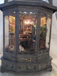 Vitrine Miniature, Miniature Rooms, Miniature Crafts, Miniature Houses, Haunted Dollhouse, Dollhouse Miniatures, Diy Dollhouse Books, Fairy Houses, Doll Houses
