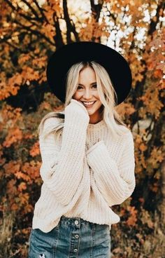 Ideas For Nature Girl Photoshoot Senior Pictures Autumn Photography, Photography Poses, Fashion Photography, Photography Outfits, Travel Photography, Photography Senior Pictures, Happy Photography, Senior Year Pictures, Fall Senior Pics