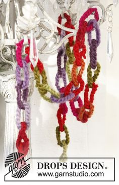 """Crochet DROPS garland for Christmas in """"Eskimo"""". ~ DROPS Design. ☀CQ #crochet #christmas #holiday #gifts"""