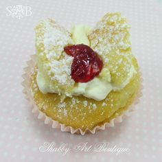 Shabby Art Boutique butterfly cakes with cream and jam