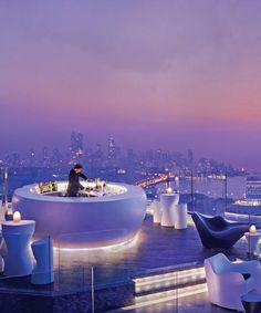 Aer, the rooftop lounge at the Four Seasons Hotel in Mumbai, India (photo source Architectural Digest Magazine) Rooftop Lounge, Rooftop Restaurant, Restaurant Design, Restaurant Ideas, Bar Lounge, Luxury Boat, Luxury Travel, Best Rooftop Bars, Sky Bar