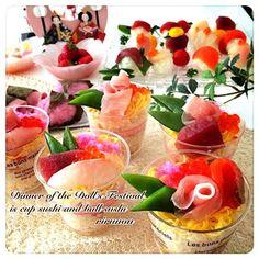 今年のひな祭りはカップ寿司と手毬寿司です(≧∀≦)ノ カップ寿司より手毬の方が売れ行き良かった お吸い物は今年も蛤は断念してアサリでございます( ̄▽ ̄) - 229件のもぐもぐ - ひな祭りパーティー by rirunon
