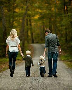 Faça algo pela sua família hoje.  01º Lugar: Deus 02º Lugar: Família 03º Lugar: Finanças