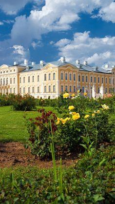 Majestic Rundale Palace Latvia | HD iPhone Wallpapers
