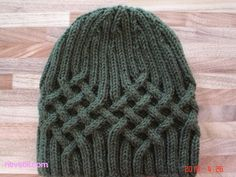 Easy Hinitting : Knitted male beret model knitted with wicker pattern, Crochet Wool, Crochet Beanie, Free Crochet, Knitted Hats, Crochet Hats, Free Knitting, Knitting Patterns, Crochet Patterns, Hat And Scarf Sets
