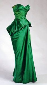 Evening Gowns: Dress Charles James, 1957 The Museum at FIT late long gown dress strapless evening wear formal peplum silk satin emerald designer couture hollywood glamour looks Charles James, Vintage Outfits, Vintage Gowns, Vintage Clothing, Moda Vintage, Vintage Mode, 1950s Style, Beautiful Gowns, Beautiful Outfits