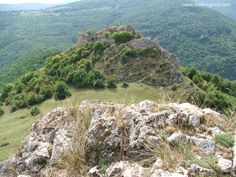 Liteni fortress > < Hiking and caving photos