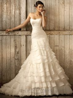 Strapless A-line Scoop Neckline Tiered Ruffled Vintage Wedding Dresses - LightIndreaming