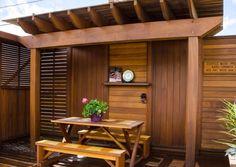 Terrassenüberdachung und Sichtschutzzaun aus Bangkirai-Holz                                                                                                                                                                                 Mehr