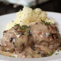 Ground beef, mushrooms, and wild rice are baked and then simmered in a mushroom wine sauce that pairs wonderfully with Idahoan Signature™ Russets Mashed Potatoes.  Allrecipes.com
