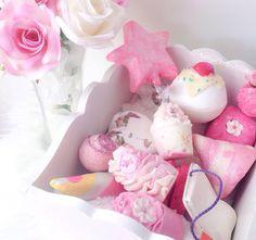 ♡ Chin Up, Princess ♡ Bath Boms Diy, Lush Cosmetics, Lush Bath, Diy Father's Day Gifts, Lush Products, Kawaii, Inspirational Gifts, Bath Bombs, Girly Things