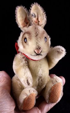 """This adorable bunny is the smallest size of the five Nikis, and he is a just bit smaller than his catalogued 14-cm size, the """"14"""" that was printed on"""