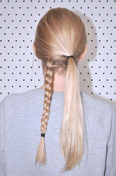 Une jolie façon d'attacher ses cheveux pour changer de l'éternel élastique !