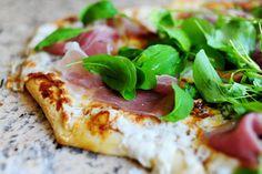 my favorite pizza recipe: Fig, prosciutto, and arugula with buffalo mozzarella and parmesan.Probably my favorite pizza recipe: Fig, prosciutto, and arugula with buffalo mozzarella and parmesan. Prosciutto Pizza, Arugula Pizza, Fig Pizza, Flatbread Pizza, Pizza Pizza, Pizza Recipes, Dinner Recipes, Cooking Recipes, Catering Recipes