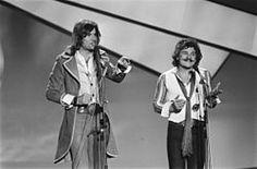 Waterloo & Robinson sind ein österreichisches Pop-Duo bestehend aus Hans Kreuzmayr (Waterloo) und Josef Krassnitzer (Robinson). Robinson, Pop, The Originals, Concert, Austria, Style, Neue Deutsche Welle, Swag, Popular