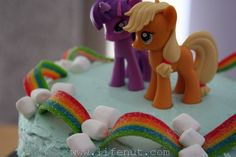 Cute cake for My Little Pony Party Rainbow Candy Unique Birthday Cakes, Birthday Cake Girls, Birthday Fun, Birthday Ideas, Rainbow Dash Cake, Rainbow Candy, My Little Pony Party, My Little Pony Cupcakes, Anniversaire My Little Pony