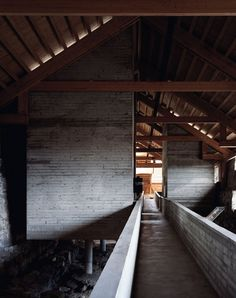 Sverre Fehn - Hedmark County Museum (renovation of a historic barn and medieval castle grounds), Hamar 1978. Via, photos (C) Helene Binet.