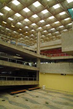 Clásicos de Arquitectura: Facultad de Arquitectura y Urbanismo, Universidad de Sao Paulo (FAU-USP) / João Vilanova Artigas y Carlos Cascaldi,© flickr thefuturistics. Used under <a href='https://creativecommons.org/licenses/by-sa/2.0/'>Creative Commons</a>