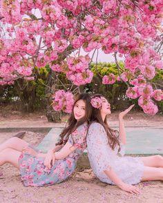 Friendship Photography, Sister Photos, Photoshoot Themes, Korean Dress, Avatar Couple, Beautiful Costumes, Bridesmaid Dresses, Wedding Dresses, Ulzzang Girl