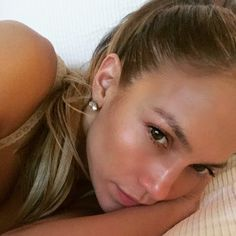 Jennifer Lopez Shows Off A Natural Glow