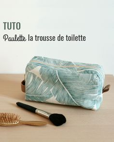 Tuto toiletry bag with lining LOUISE Magazine Baby Couture, Couture Sewing, Sewing Hacks, Sewing Tutorials, Sewing Tips, Sewing Accessories, Crochet For Beginners, Toiletry Bag, Diy Crochet