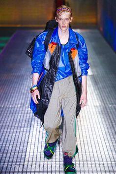 Vem conferir a coleção de primavera-verão 2017 da Prada apresentada na Semana de Moda Masculina de Milão.