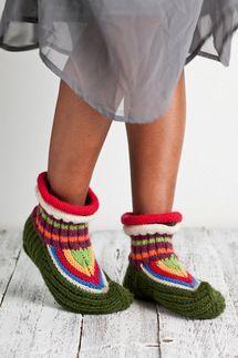 Knitting Socks, Knitting Ideas, Knitted Slippers, Kids Hats, Sock Shoes, Leg Warmers, Mittens, Tuli, Sewing