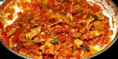 Omáčka: Na oleji necháme zpěnit cibulku když je do zlatova přidáváme na nudličky nakrájené kuřecí maso, osolím...