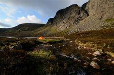 Trekking in the Highlands  Photo: Ralf Gantzhorn, Scotland