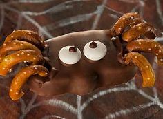 HERSHEY'S | REESE'S Peanut Butter Pumpkin Spider #halloween #spider #halloween treats