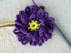 crochet flower center for a crochet square 28, crochetbug, 101 crochet squares, jean leinhauser, purple, purpura